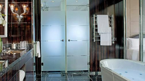 Four Seasons Hotel des Bergues Geneva - Geneva - Bathroom