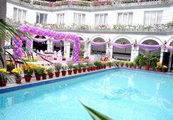 Grand Continental - Allahabad - Pool