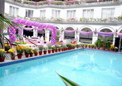 Grand Continental Hotel - Allahabad - Pool