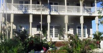 A Stone's Throw Away - Nassau - Building