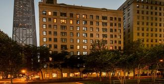 Dewitt Hotel and Suites - Chicago - Building