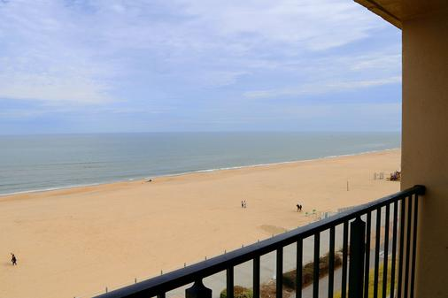 Surfbreak Oceanfront Hotel, an Ascend Hotel Collection Member - Virginia Beach - Balcony
