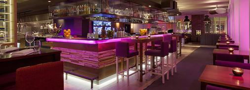 Ramada by Wyndham Apollo Amsterdam Centre - Amsterdam - Bar