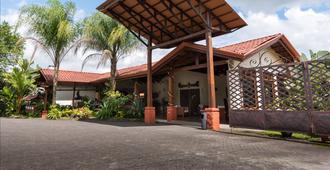 Casa Luna Hotel & Spa - La Fortuna - Building