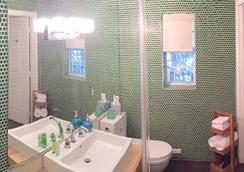 The New Hotel Miami - Miami Beach - Bathroom