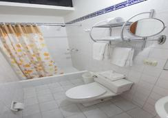Hotel Nirvana - Lima - Bathroom